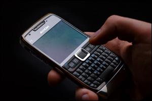 surveiller le mobile de sa conjointe